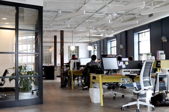 Ein Büro zieht um. Auf zum neuen Arbeitsplatz
