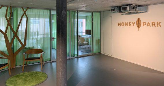 Eingangsbereich der MoneyPark Filiale Zürich Oerlikon