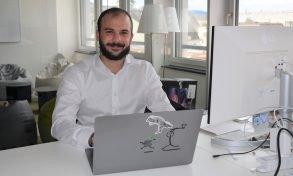 Ben Tacquet vor seinem Laptop